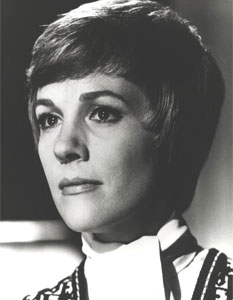 Julie Andrws as Judith Farrow in The Tamarind Seed